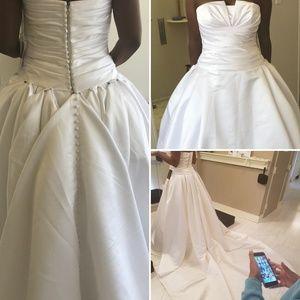 Dresses & Skirts - A wedding dress